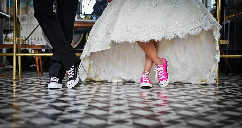 LES 15 BONNES RAISONS DE NE PAS PORTER DE TALONS A SON MARIAGE _ aurelie cousseau cérémonies