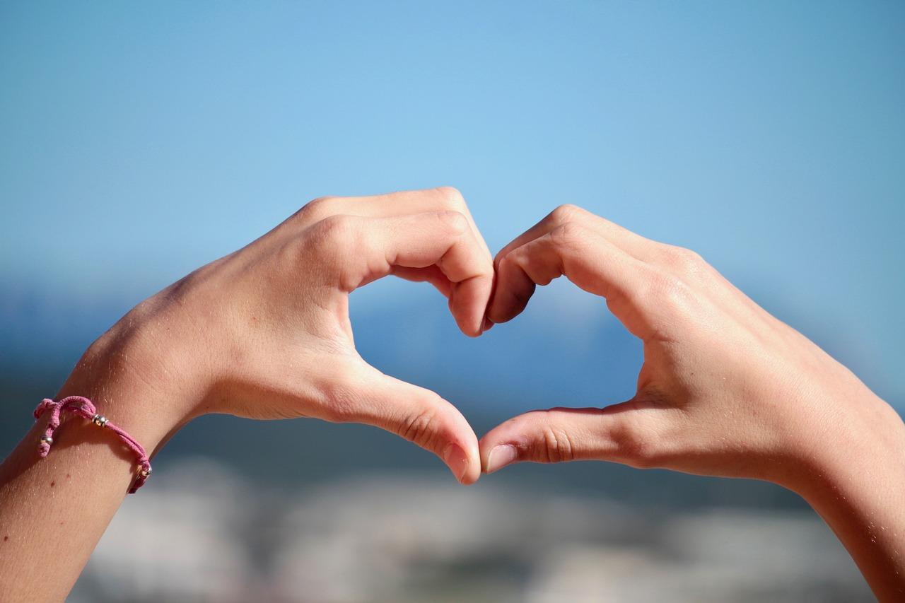 bbb_mains en coeur aurélie cousseau cérémonies laiques à bordeaux